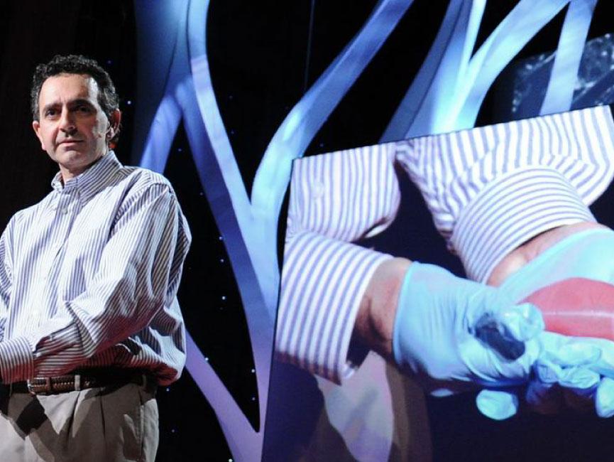 Anthony Atala imprimiendo un riñón humano